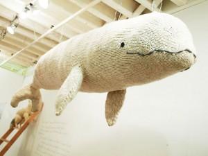 Száll a bálna a fészkére